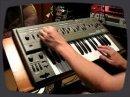 Un rapide aperçu des possibilités sonores su synthé Roland SH-101.