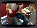 Voilà une drôle de basse qui est une sorte de croisement entre une basse et un ukulele!